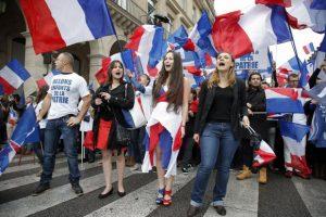 Marcha-por-las-calles-de-París-de-los-seguidores-del-Frente-Nacional-de-Francia