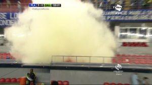 arroja-lacrimogeno-gradas-Estadio-Maracana