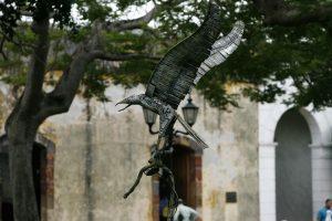 21 de enero de 2011, EBAT, ESTATUAS, PLAZA DE FRANCIA, MONUMENTO, AGUILA, FALCÓN / Nuevas estatuas metálicas en el parque de la plaza de francia / Foto La Prensa / Eric Batista