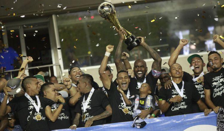 Tauro FC levantó anoche su título número 13